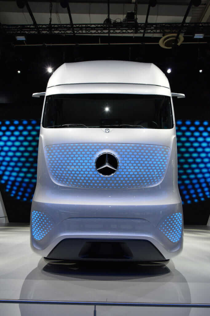 future_of_infrastructure_mercedes_benz_autonomous_truck