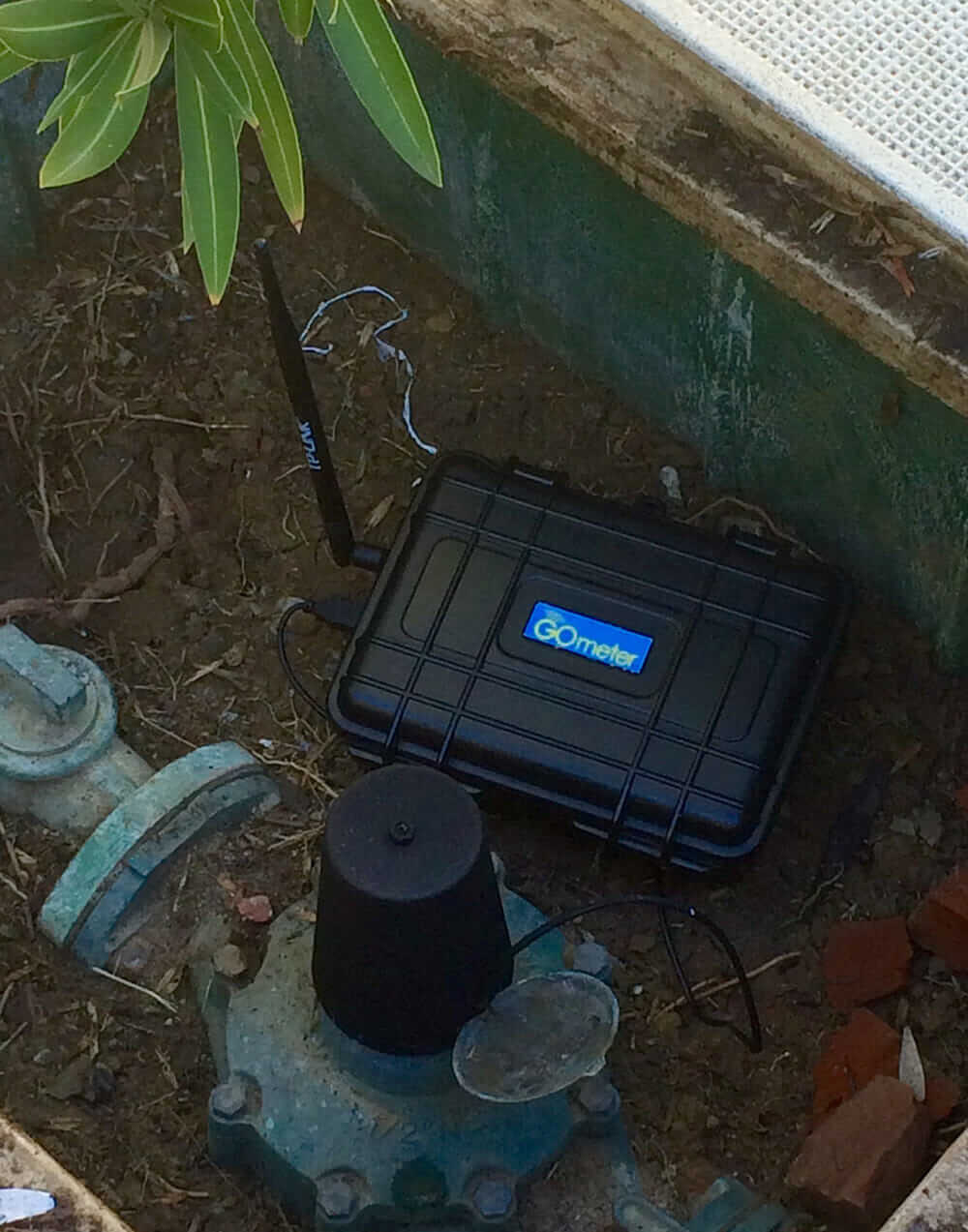 A GOmeter device installed on an existing water meter. Courtesy GOmeter.