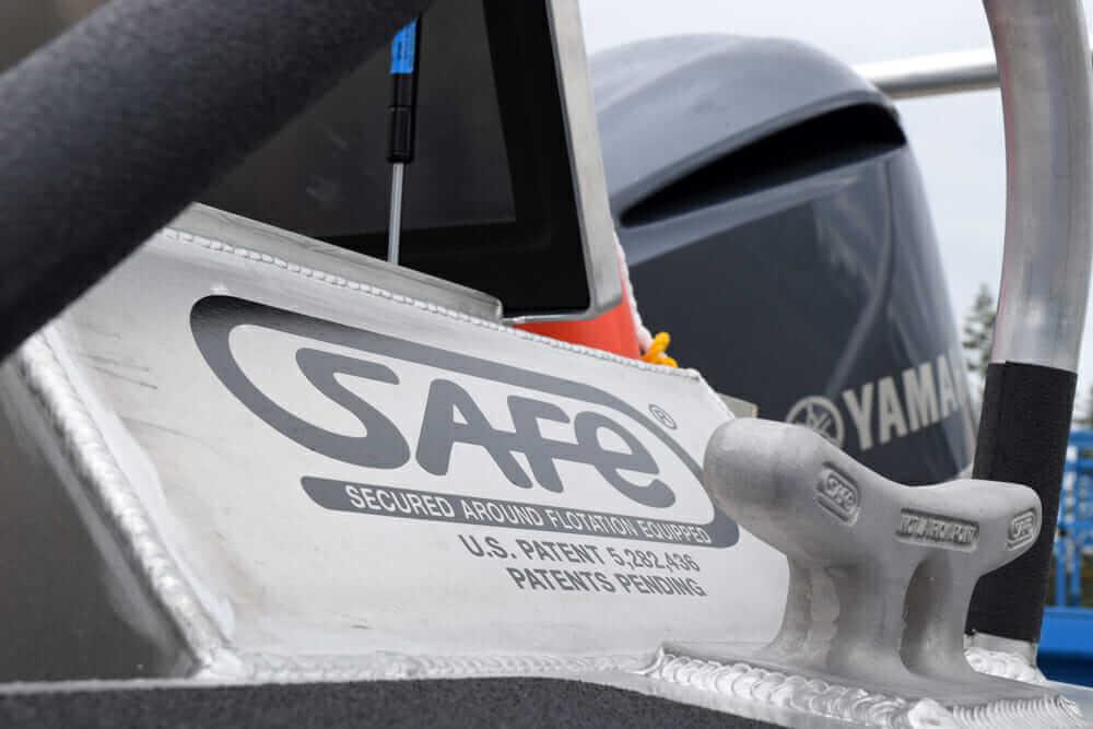 ユニークなキャリア SAFE Boats logo