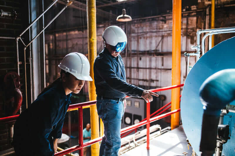 augmented reality in construction workers collaborating using the helmet