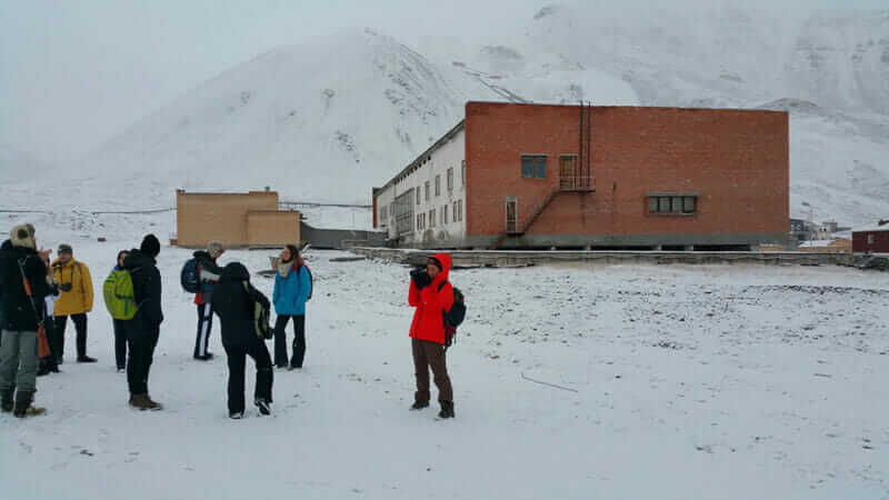In 2015, 14 students from the University of Virginia School of Architecture traveled to the remote Norwegian arctic islands of Svalbard to research the potential of architecture, urban design, and landscape architecture in an extreme environment.