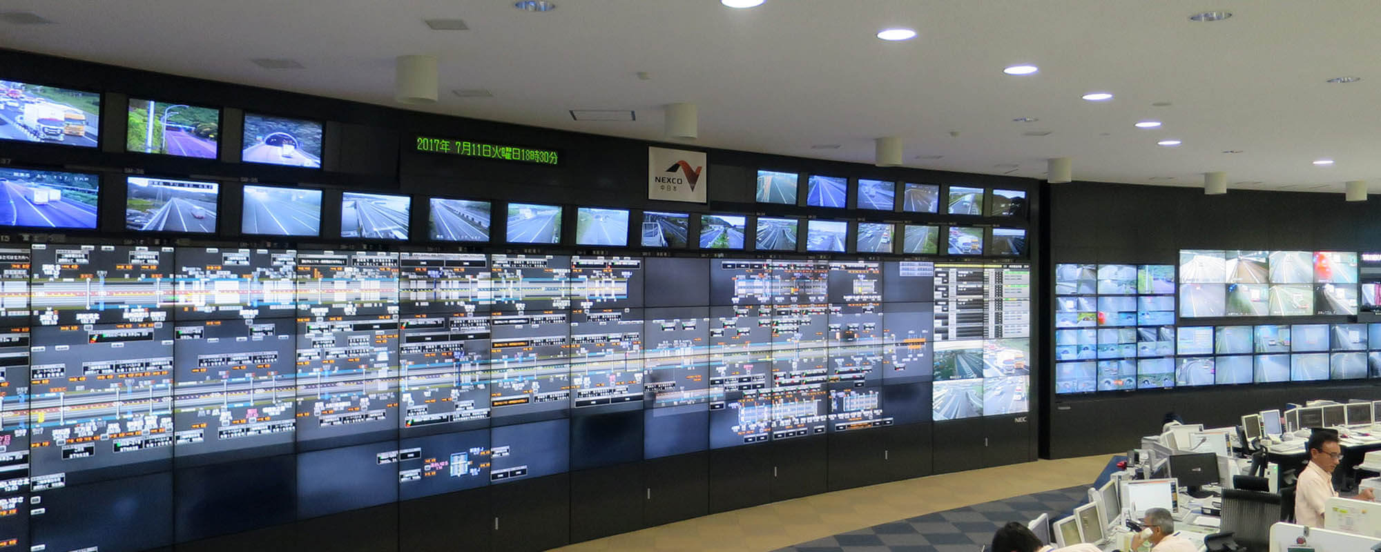 NEXCO's Kawasaki smart-highway traffic control center