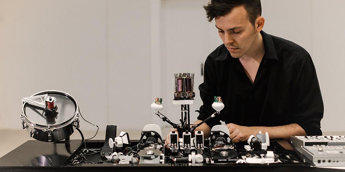Geist with his Glitch Robot.