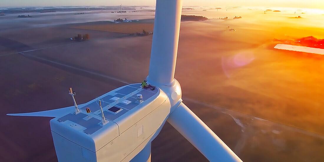 Robôs industriais aceleram a construção de parques eólicos