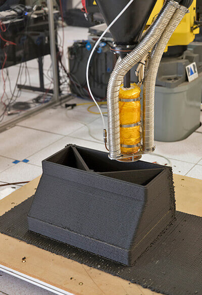 3D printing with regolith