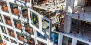3D-gedruckte Betonschalungen bringen die Fassade einer ehemaligen Zucker-Raffinerie zum Glitzern