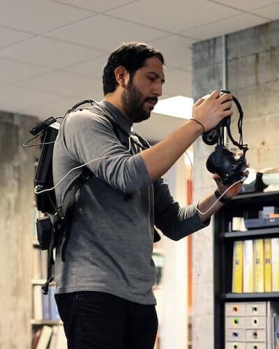 Ernesto Pacheco wirft sich in Montur für eine weitere Expedition in die virtuelle Realität. Mit freundlicher Genehmigung von CannonDesign.