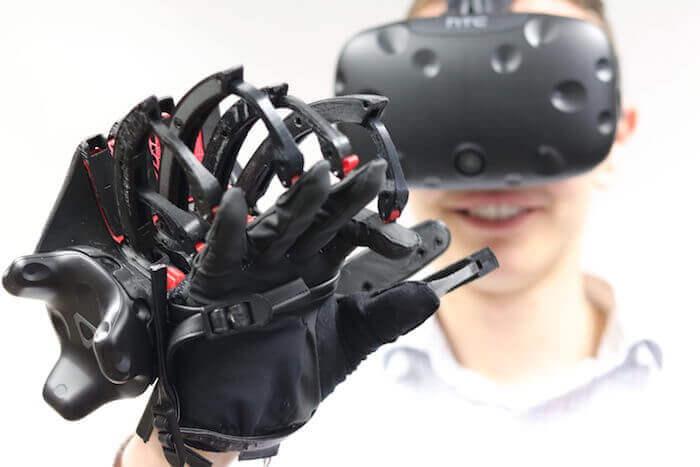 Im Autodesk Technology Center in Toronto entsteht derzeit das erste Verbraucherprodukt von Smarter Alloys: ein haptisches Gerät zum Navigieren in VR- und Augmented-Reality-Umgebungen. Mit freundlicher Genehmigung von Smarter Alloys.