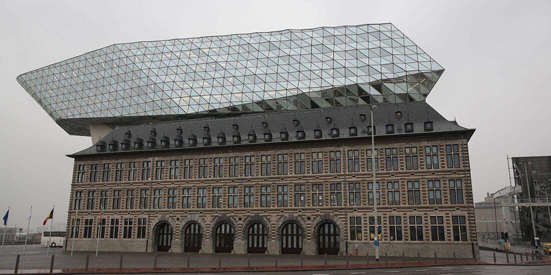 Gebäude der Hafenverwaltung in der belgischen Hafenstadt Antwerpen, erbaut nach dem Entwurf der Architektin Zaha Hadid. Mit freundlicher Genehmigung von SPIE.
