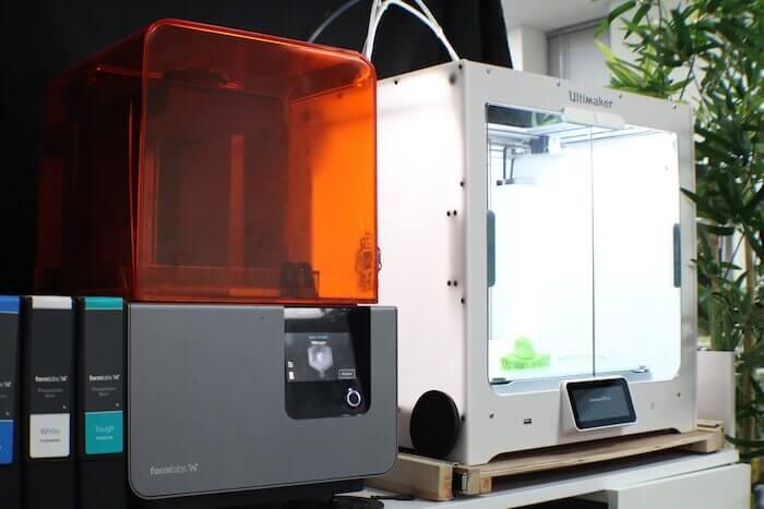 Durch rapide Prototypenentwicklung mithilfe von 3D-Druck können die Tätowiermaschinen und Griffe jederzeit mit geringem Zeitaufwand aktualisiert werden. Mit freundlicher Genehmigung von Ego.