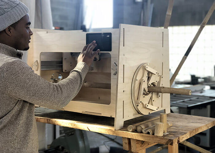 Prototyp einer Bambus-Fräsmaschine, die von Kyle Schumanns Team konstruiert wurde. Mit freundlicher Genehmigung von Virginia Tech.