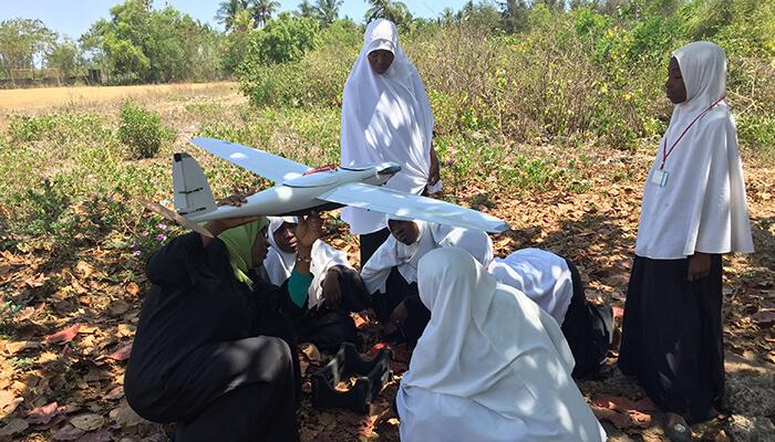 """""""FlyingLab"""" in Tanzania: Mit lokalen Kompetenzzentren möchte die Firma WeRobotics Technik-Expertise in wirtschaftlich unterentwickelte Länder bringen. Mit freundlicher Genehmigung von WeRobotics."""