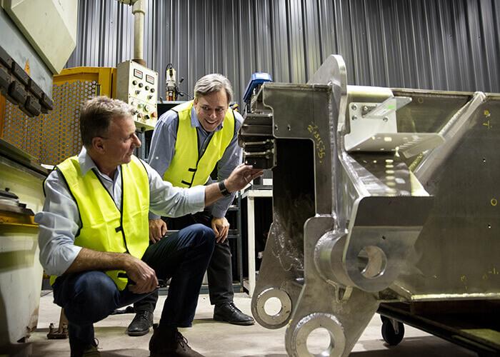 Mike Pivac (links) und Mark Pivac überprüfen die Ausrüstung. Mit freundlicher Genehmigung von FBR.