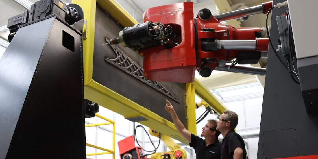 Die LASIMM ist eine auf große Bauprojekte ausgelegte 3D-Druckmaschine, die additive und subtraktive Fertigungsprozesse verbindet. Mit freundlicher Genehmigung von LASIMM.