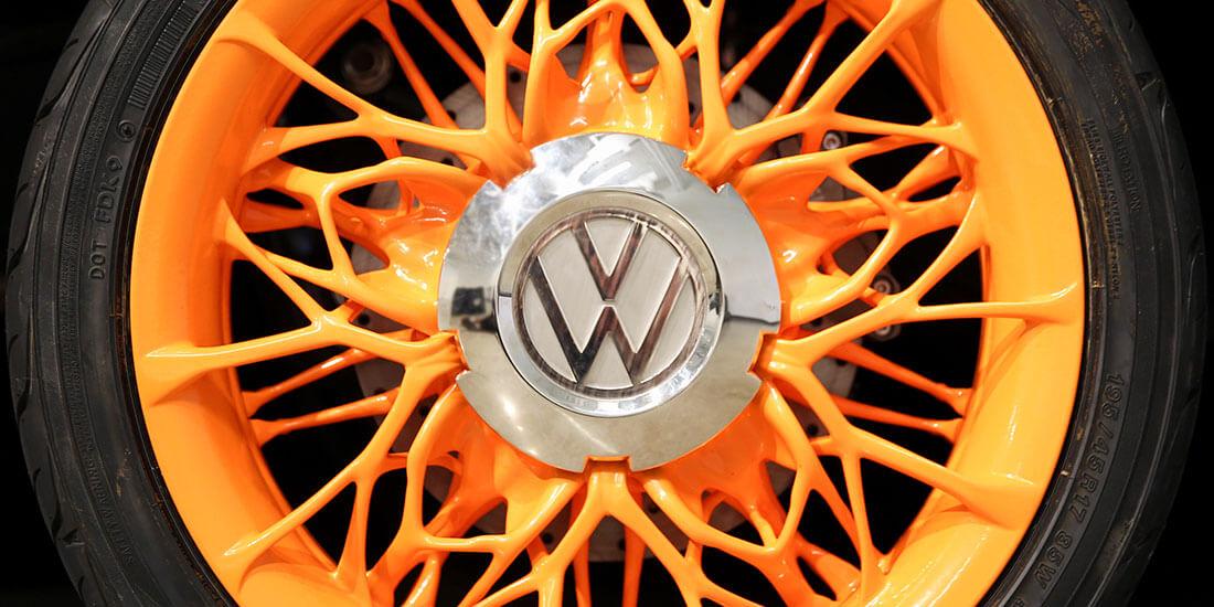 So formschön wie funktional: Die Felgen für den nachgerüsteten VW-Klassiker wurden mit Generativem Design entworfen. Mit freundlicher Genehmigung von Volkswagen Innovation & Engineering Center California.