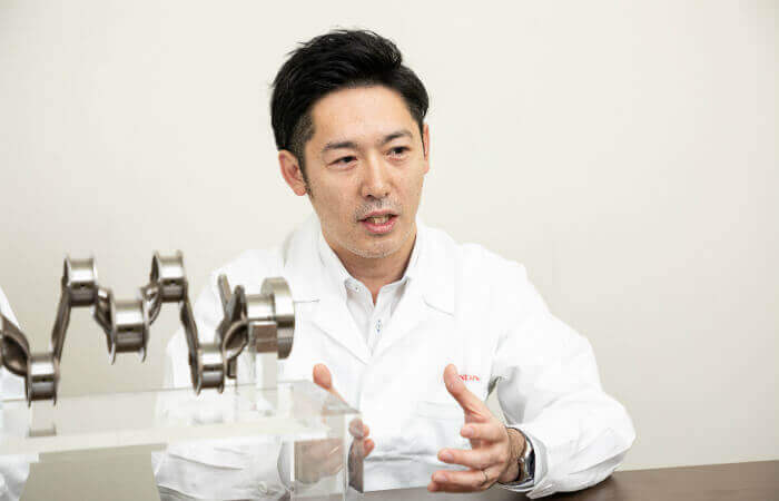 Dr. Hisao Uozumi, stellvertretender Chefingenieur in der Abteilung für Fertigungstechnologien und -management in der Verwaltungszentrale von Honda R&D im japanischen Wako