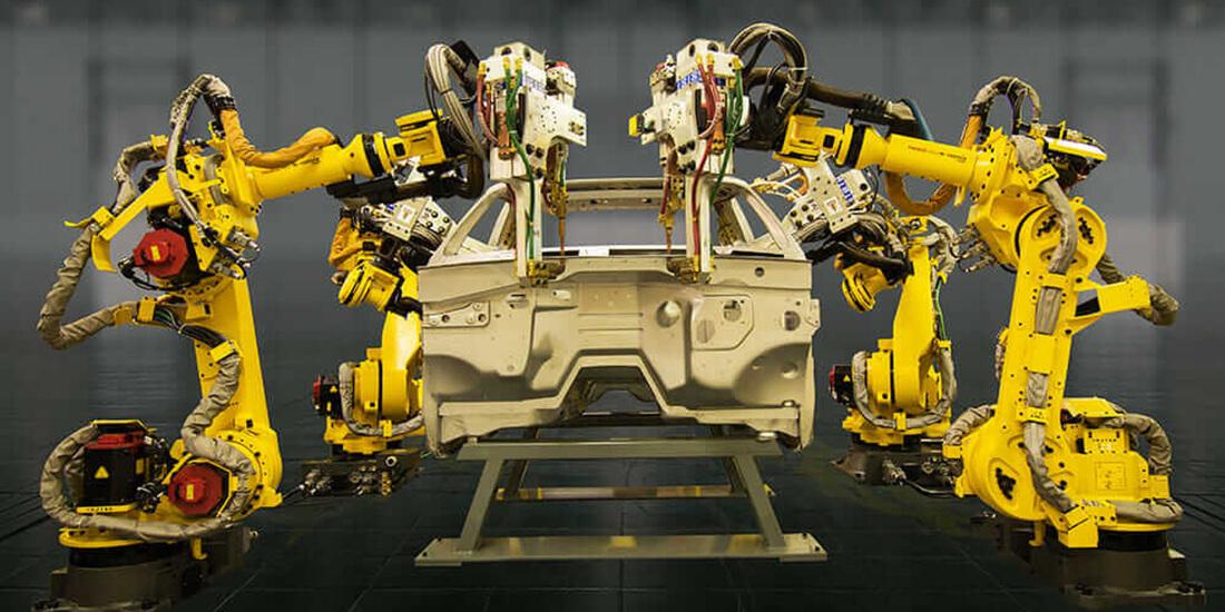 Die Gakushu-Roboter FANUC America sind Meister in Punktschweißen. Mit freundlicher Genehmigung von FANUC.