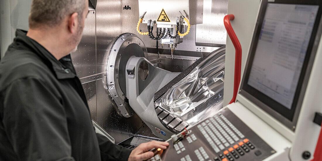 Fertigung Arbeitsplätze Roboter