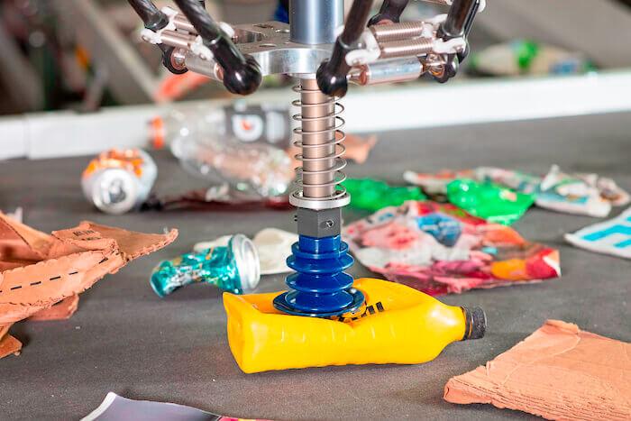 Plastik sortieren AMP Roboter