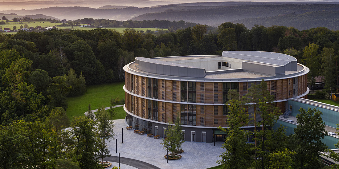 Alternative Baustoffe im Bauwesen: Hier am Beispiel der Waldkliniken in Eisenberg, Thüringen