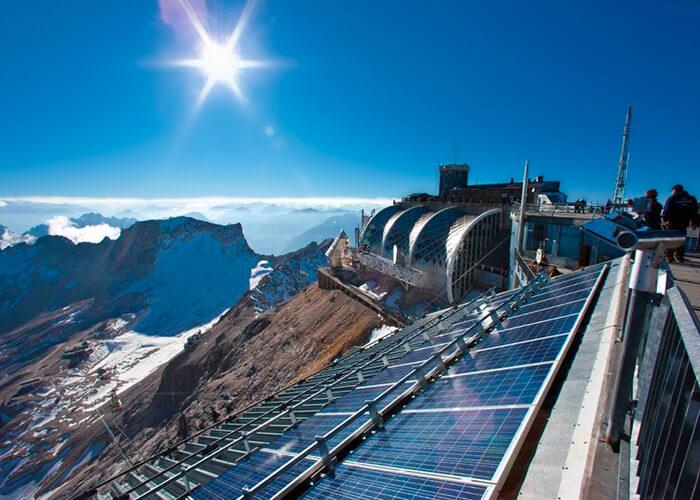Ökologisch nachhaltige Energie aus Solarzellen ist ein Teil des nachhaltigen Bauens.