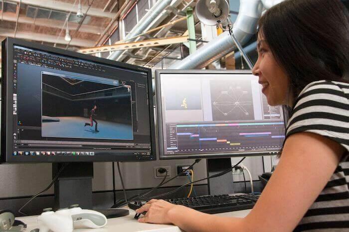 Infolge der industriellen Konvergenz wurden in der Medien- und Unterhaltungsbranche sequenzielle durch parallele Abläufe ersetzt, bei denen mehrere Teams zeitgleich an unterschiedlichen Aspekten des Projekts arbeiten.