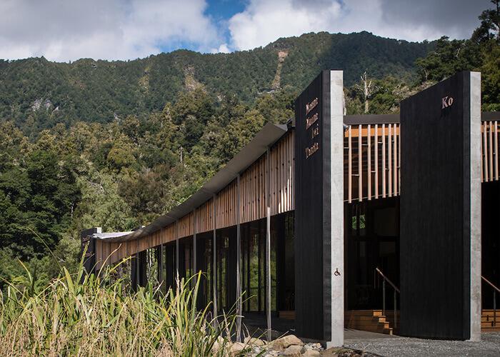 先住民族の伝統とヴァナキュラー建築の融合でマオリ族の歴史的遺産を保護