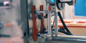 射出成形: 多種多様な製品の製造に役立つ加工法の発展の歴史