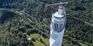 未来のエレベーター技術を研究するティッセンクルップのテストタワー