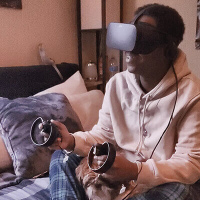 vr セラピー Richon Watson tests apples and anthills experience