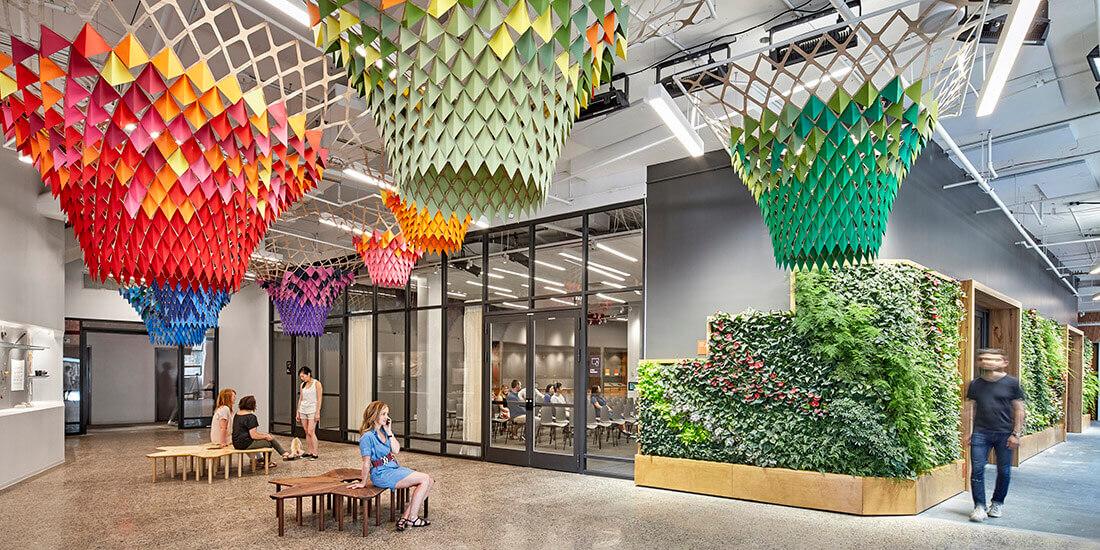 Le hall d'Etsy, véritable témoignage du biomimétisme et du design biophilique pour une architecture durable