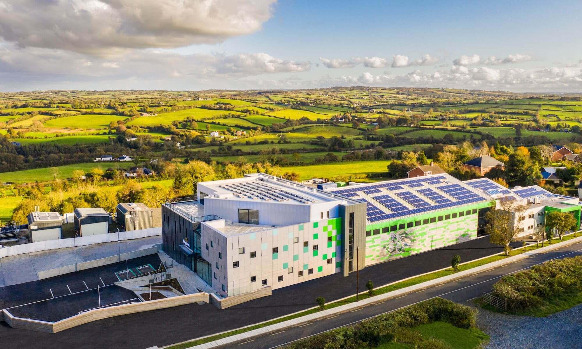 Ce bâtiment intelligent fait office de labo vivant : quand le BTP se met au vert
