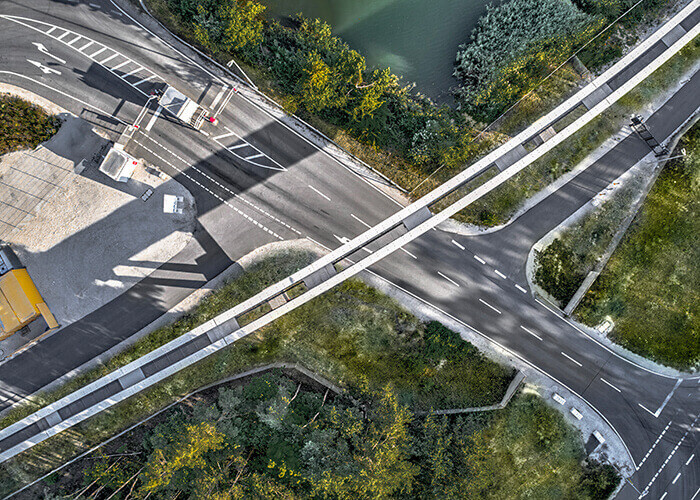 Vue aérienne de la piste d'essai du train Maglev dans la région de Bavière en Allemagne