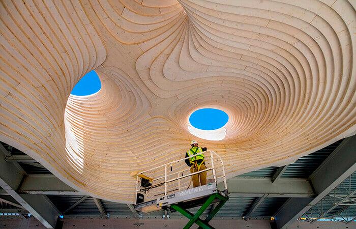Construction du dôme du Mill River Park Carousel Pavilion en bois lamellé-collé
