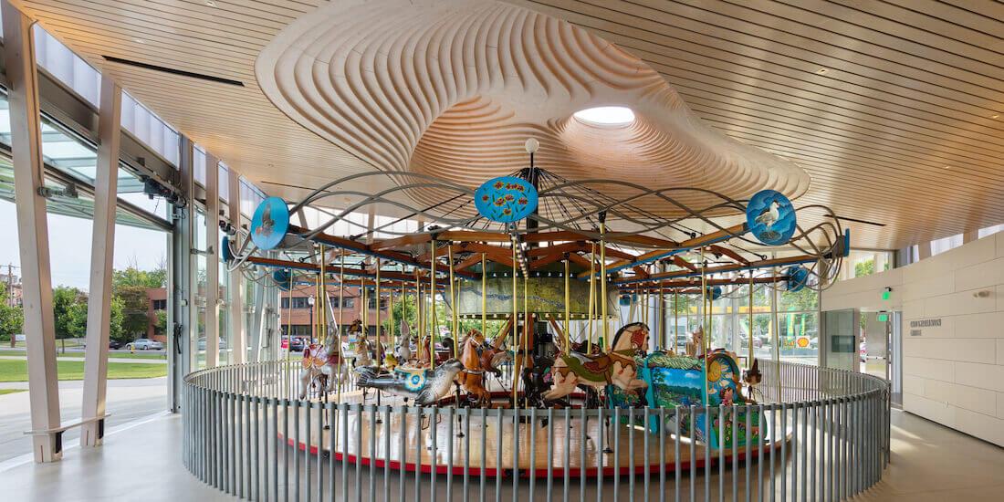 Mill River Carousel Pavilion avec son dôme en bois lamellé-collé