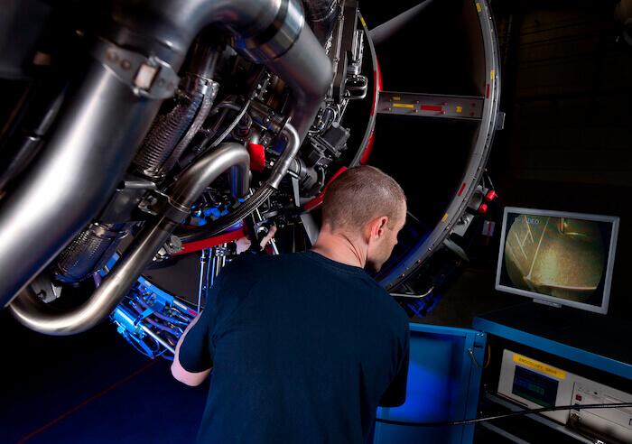 L'aérospatial est un exemple parmi les nombreuses industries qui peuvent tirer parti de la création d'un jumeau numérique de ses processus de fabrication en chaîne.