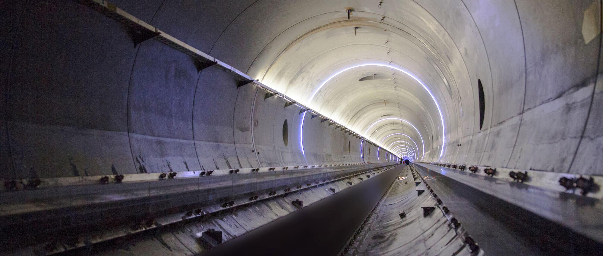 All'interno del tunnel nel circuito di prova di Hyperloop One