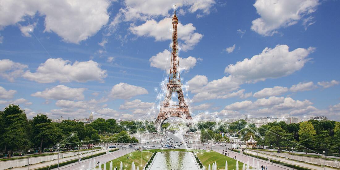 La Torre Eiffel immersa nelle nuvole…di dati