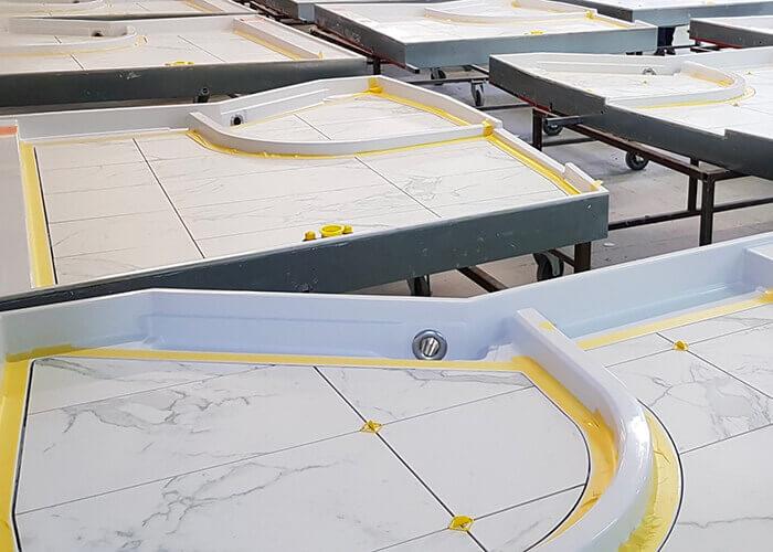 Innovazione e sostenibilità: In Bouygues Construction le prime partnership industriali specializzate in prefabbricati sono in corso di realizzazione e riguardano bagni di residenze studentesche, pareti con struttura in legno o rivestimenti tecnici.
