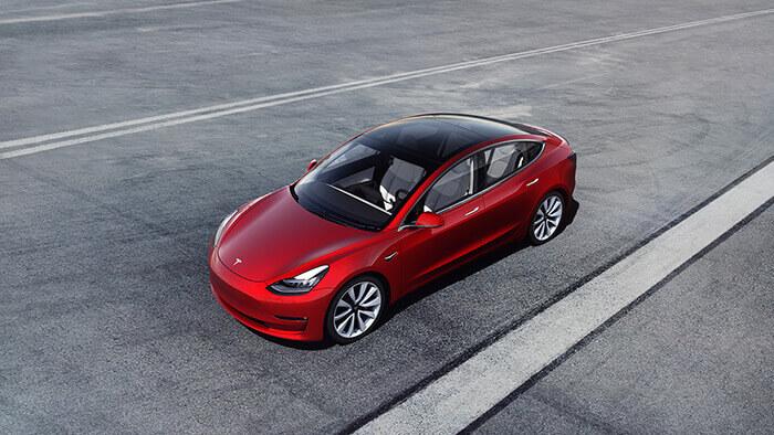 L'automazione esagerata della Tesla Model 3 ha sortito l'effetto contrario, causando ritardi nella produzione - un ammonimento per i produttori.