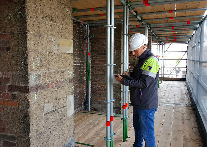 Conservazione del Patrimonio: Ci sono voluti sei mesi per completare l'impalcatura di 39 piani che ora avvolge la Domtoren.