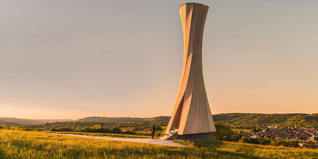 """La Torre Urbach nel sud-ovest della Germania è stata costruita usando legno """"auto-modellante"""". Questa struttura unica è stata creata in occasione di un'esposizione orticola."""
