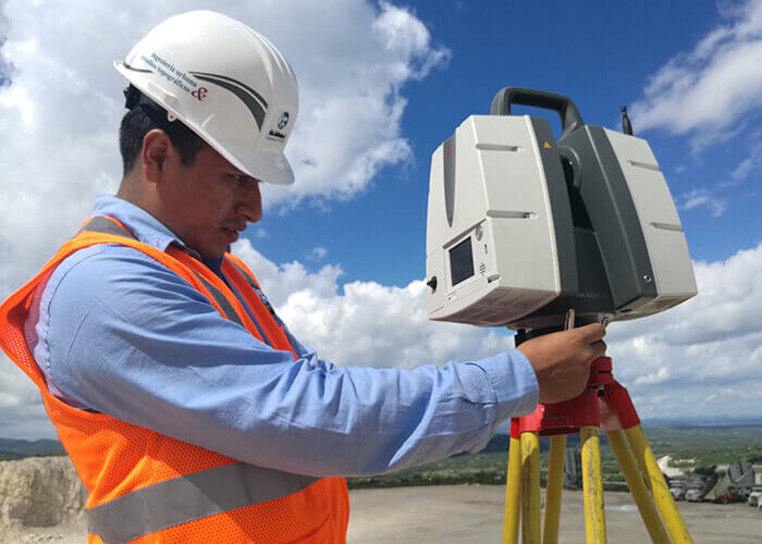A worker using a Leica P40 ScanStation laser scanner.