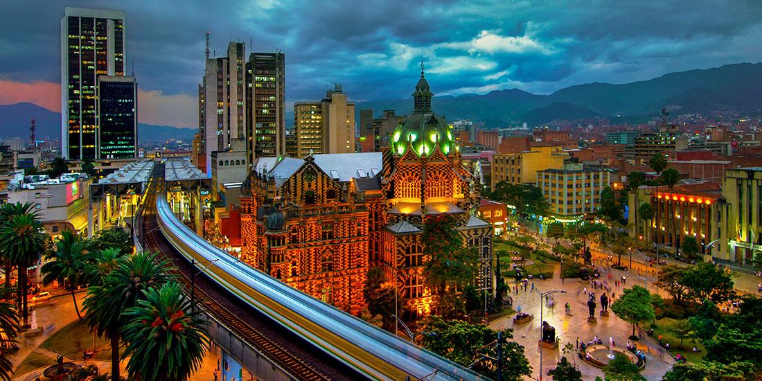 Medellín es pionero en la región sustituyendo tuberías antiguas de asbesto