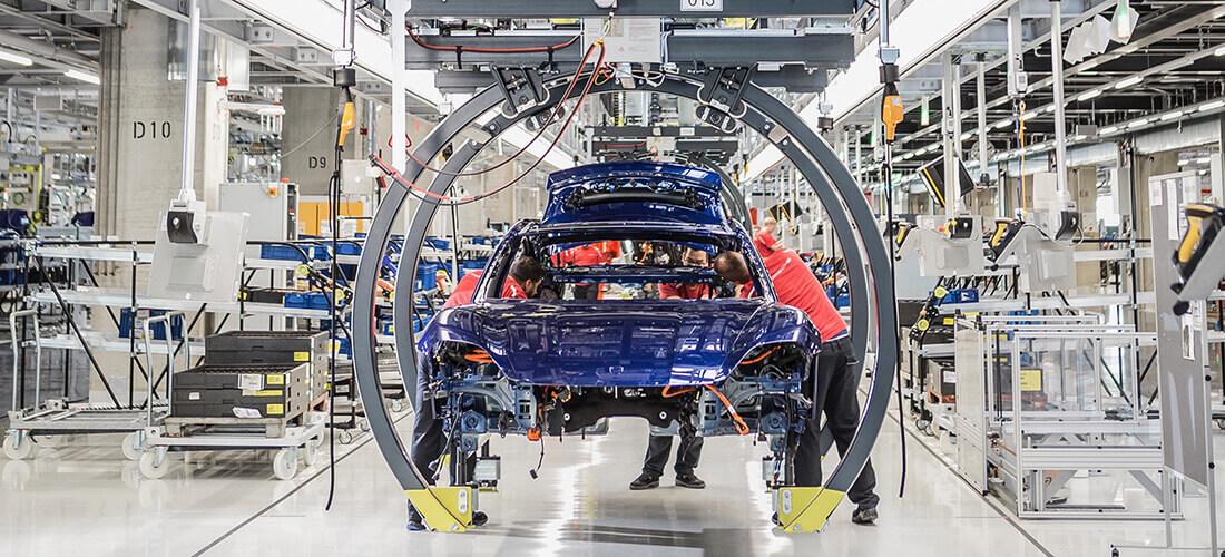 """保时捷复杂的电动汽车厂借助数字规划实现""""零""""影响"""