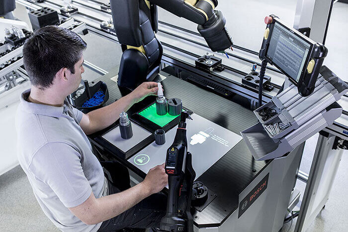 bosch apas yardımcı robot üretim